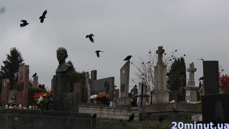 """Скільки """"коштує померти"""" у Тернополі: ціни на поховання та коментарі священників"""