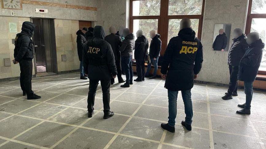 """Кого з чиновників Тернопільської ОДА затримали на хабарі? З власних джерел """"20 хвилин"""""""