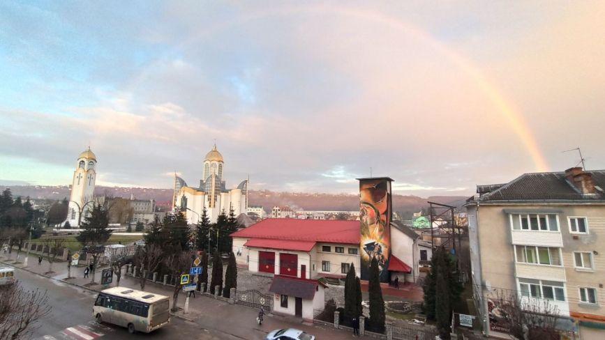 Неймовірна веселка у Чорткові: фото поширюють у соцмережах
