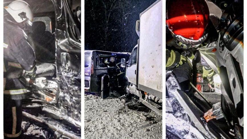 Масштабна аварія поблизу Лозової: з понівечених авто рятувальники звільнили трьох потерпілих (ОНОВЛЕНЕ)