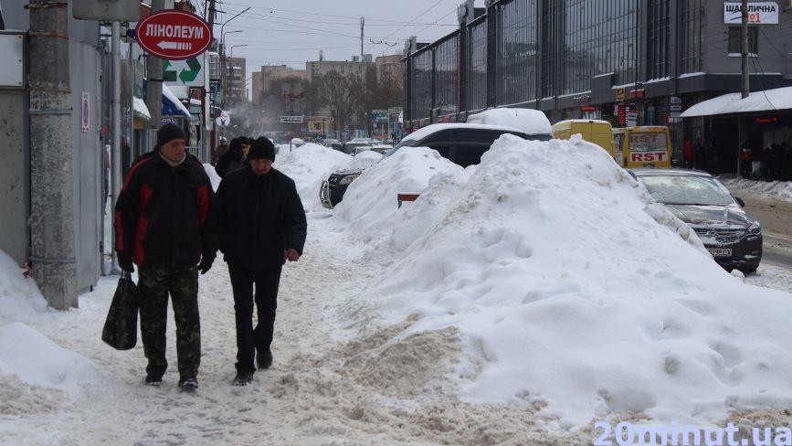 Навіщо Карпати, коли є гори на Живова? Як прибирають сніг у Тернополі (ФОТОРЕПОРТАЖ)