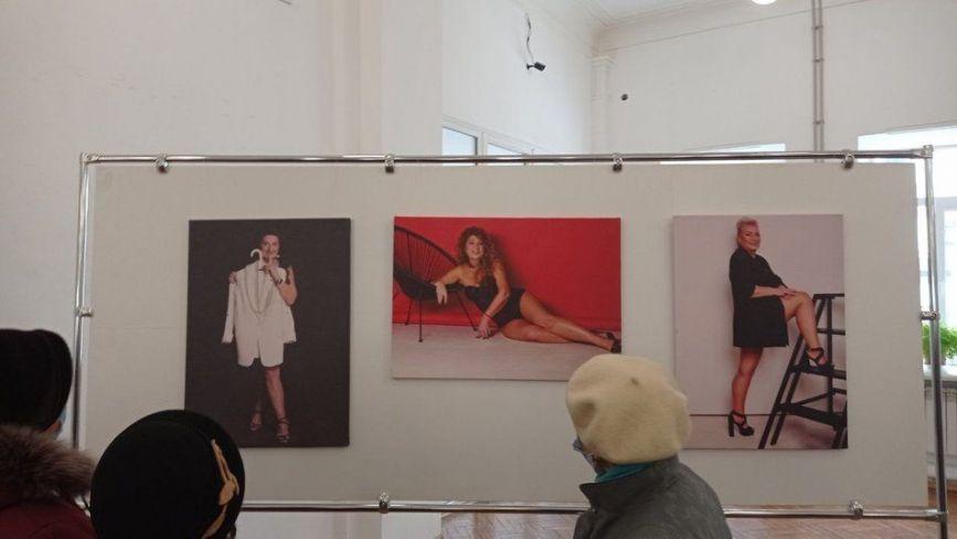 У Тернополі відкрилася виставка відвертих світлин жінок 55+ (ВІДЕО)