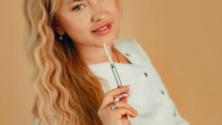 """Збільшення губ і розгладження зморшок: чи безпечні """"ін`єкції краси"""". Коментують експерти"""