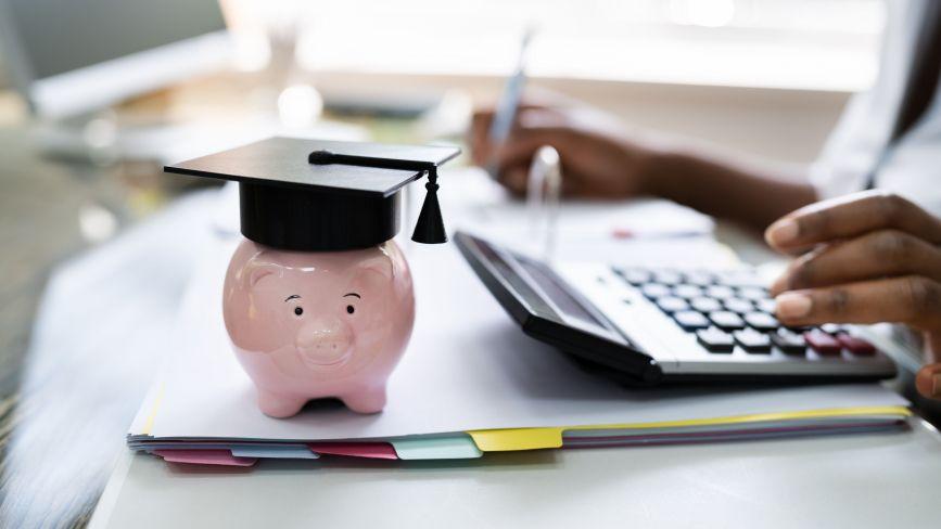 Скільки коштує бути студентом: витрати на їжу, навчання і не тільки. Де можна заробити? (ГРАФІКА)