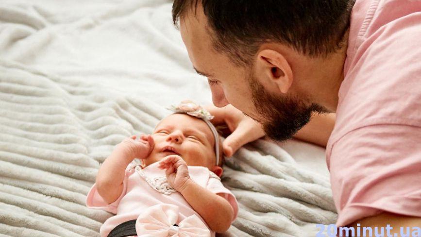 Брехня, що діти мамині: тато трьох доньок руйнує стереотипи про чоловічий декрет