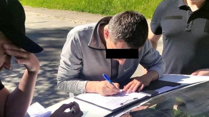 """У Тернополі за своє сміття чоловік  """"заробив"""" два протоколи  (ФОТО)"""