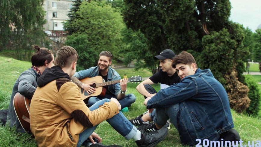 Як тернополяни відпочивають на Єлисейських полях (ФОТОРЕПОРТАЖ)