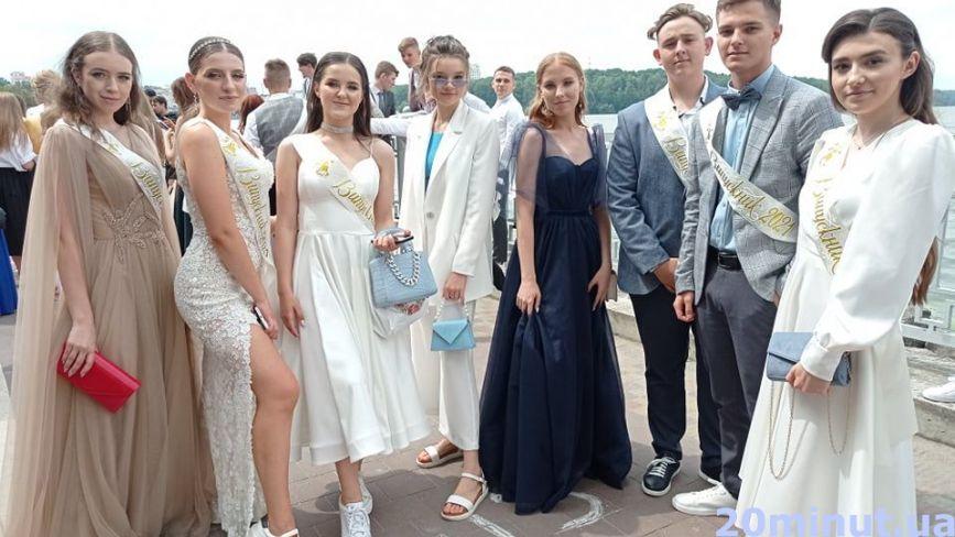 Випускний-2021 у Тернополі. Чим вражають хлопці і дівчата? (РЕПОРТАЖ)