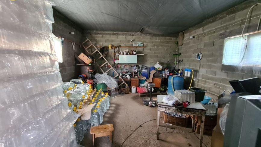 На Тернопільщині ліквідували два нелегальні цехи з виробництва горілки та коньяку (ФОТО)