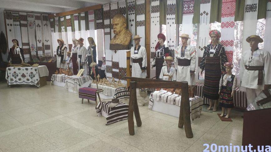 Речі, за які могли посадити за ґрати: в Тернополі відкрили унікальну виставку (ФОТО)