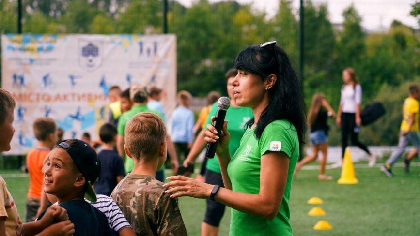 У Тернополі відкрили універсальний спортивний майданчик з вуличними тренажерами (ФОТО)