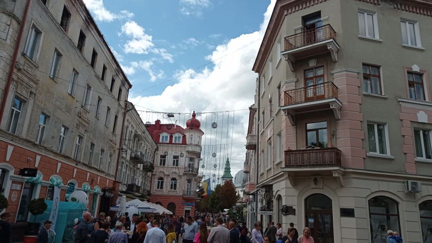 Тернопіль святкує День міста. Репортаж з Центру (НАЖИВО)