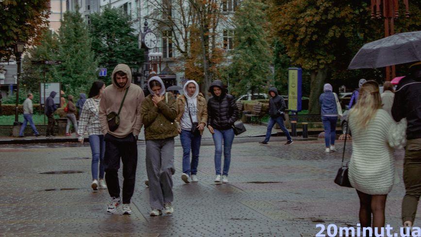 """Дощ, знову дощ і осінь. Яким Тернопіль та його жителів побачив журналіст """"20 хвилин"""" (ФОТОРЕПОРТАЖ)"""