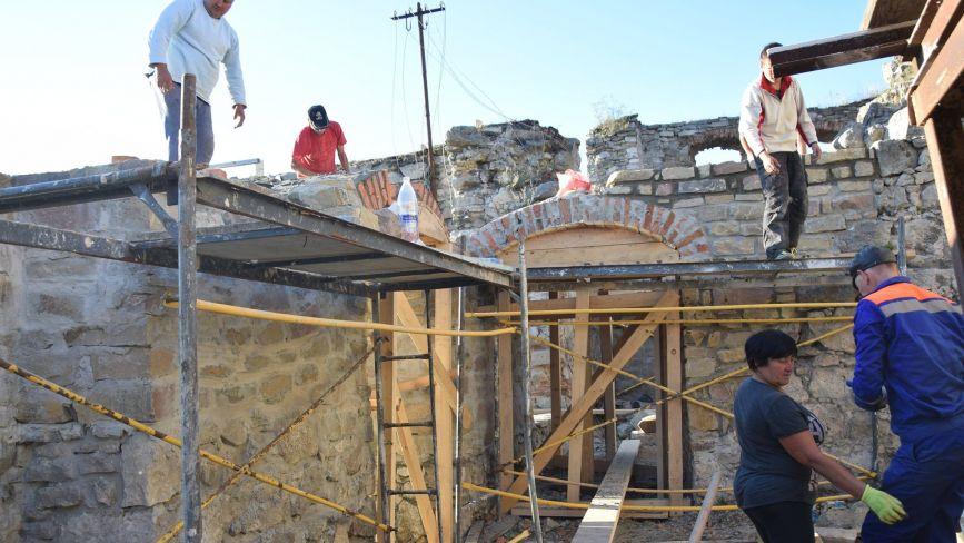 У Чорткові триває реставрація замку: черепицю доставили з Іспанії (ФОТО)