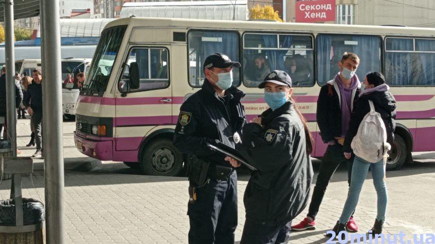 Вакцинувалася, щоб поїхати додому: ми перевірили, як працюють нові правила перевезень на вокзалах Тернополя