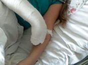 """""""Моя дитина йшла здорова в школу, а зараз терпить  болі"""": через лід біля школи дівчинка із Теребовлянщини отримала два переломи"""