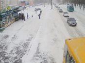 У Тернополі падає сніг, рух транспорту ускладнений: як ви добиралися на роботу? (для обговорення)