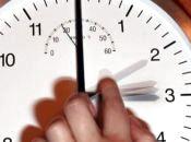 У неділю переходимо на літній час. Чи потрібне переведення годинника? (опитування)