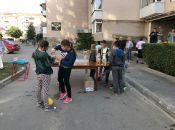 На одній із вулиць Тернополя люди влаштували свято. Відзначали 30 років з моменту поселення