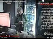 У Тернополі розшукують жінку, яка краде в магазинах гаманці та гроші з каси