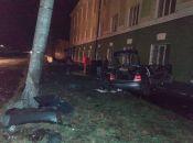 На Бродівський смертельна аварія: водій в'їхав у електроопору та загинув, пасажир - у важкому стані