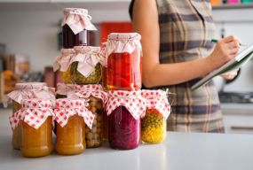 Заморожують чи консервують. Тернополянки поділилися секретами зберігання овочів та фруктів