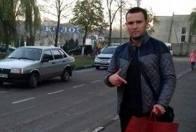 У містечку на Тернопільщині чоловік живе без пластику, поліетилену та взагалі без сміття