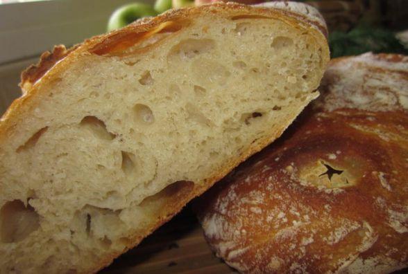 Хліб із великими гладкими дірками – дали забагато води
