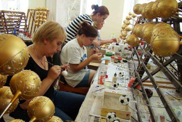 Підприємство з Тернопільщини продало близько 300 тисяч ялинкових прикрас