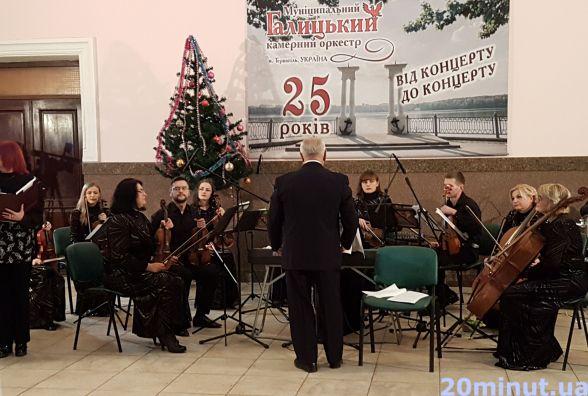 На тернопільському залізничному вокзалі зіграв оркестр