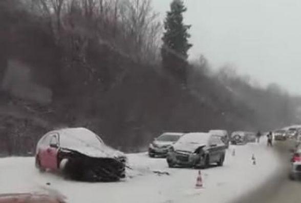 На трасі Тернопіль - Чернівці зіткнулось три авто (ОНОВЛЕНЕ)