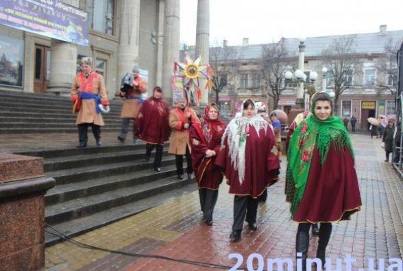 Тернополян кличуть на Театралку дивитись парад вертепів