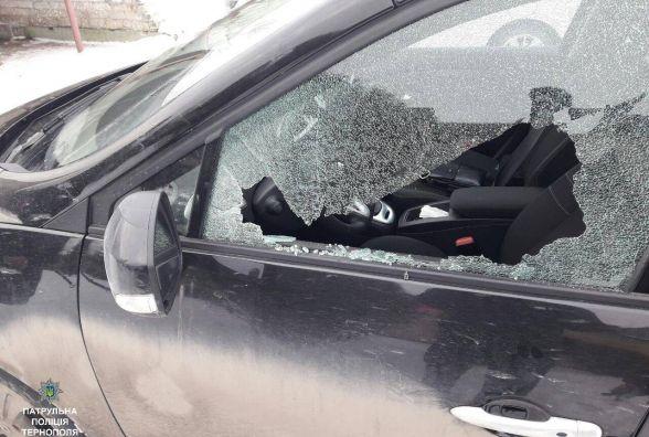 """На """"Дружбі"""" знову стріляли по авто: пошкоджені три іномарки"""