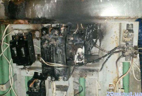 У 16-типоверхівці на Дружбі прорвало трубу і горіла електрощитова. Люди без світла і тепла   (ОНОВЛЕНЕ)