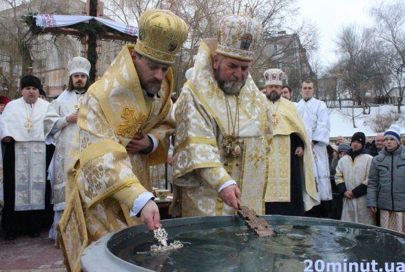 На освячення води у парк Шевченка прийшли сотні людей