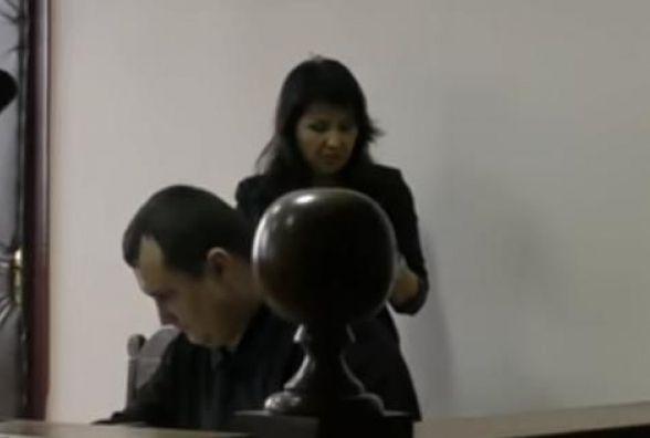 """Оштрафували """"журналістку"""" як влаштувала скандал на суді щодо Helix"""