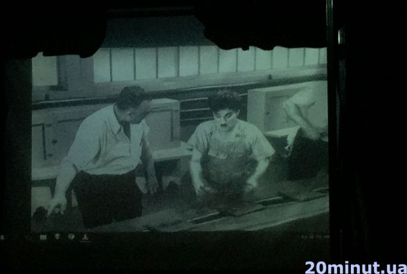 Відео дня: показують Чарлі Чапліна під живу музику