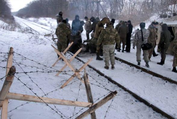 Тарас Пастух разом з іншими нардепами блокують залізницю на Луганщині