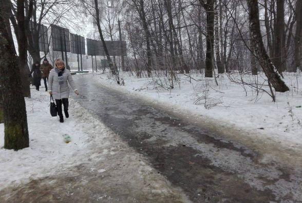 Мер просить комунальників та громаду терміново розчистити тротуари