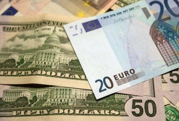 Долар та євро зростають у ціні - курс валют на 7 лютого