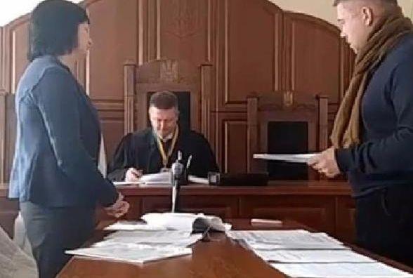 Міськрада дала прокуратурі під будову 35 сотих зеленої зони біля літака (пряма трансляція із суду)