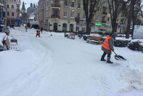 Як прибрали Тернопіль від снігу (фоторепортаж)