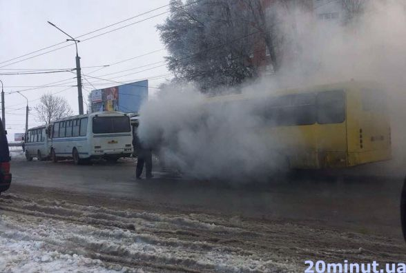 У Тернополі на Збаразькому кільці загорілась маршрутка