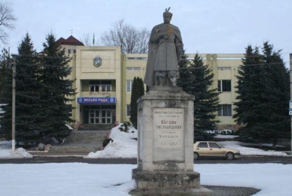 У Збаражі пам'ятник Богдану Хмельницькому залишився без булави