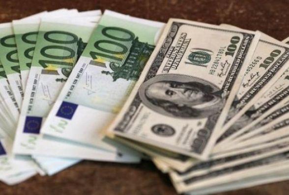 Перед вихідними долар здешевшав - курс валют 24 лютого