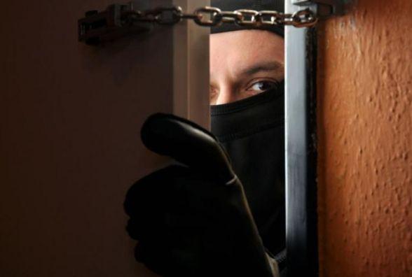 Група злодіїв з Київської області обікрали у Тернополі дві кварити