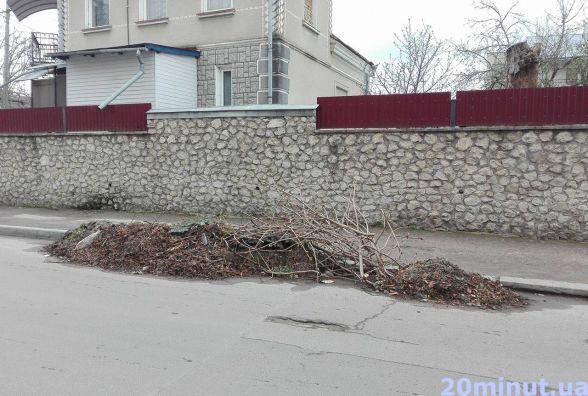 Ми прибрали, а сміття не забирають, - скаржаться мешканці вулиці Танцорова
