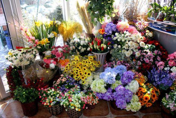 Тернополян просять не купувати штучних квітів на могили