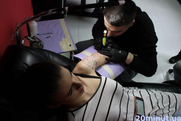 Як обрати тату салон та майстра, щоб татуювання минуло без наслідків