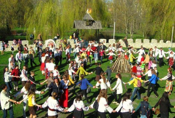 Усі розваги у Тернополі на вихідні: великодні гаївки і поїздки ставом на теплоходах